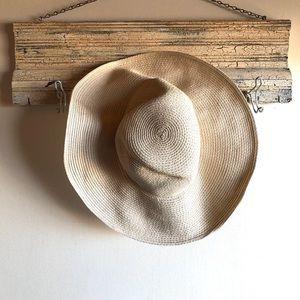 Eddie Bauer floppy straw hat